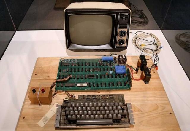 Раритетный компьютер Apple I ушел с молотка за $387 тысяч