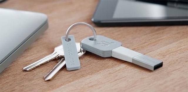 Bluelounge Kii — переходник-брелок для зарядки iPhone, iPad и iPod