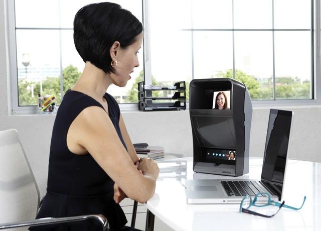 ETeleporter Box позволит Вам установить зрительный контакт с собеседником