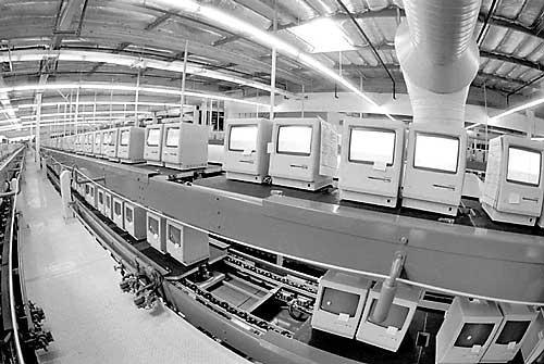 Piper Jaffray: Apple не стоит строить свои заводы