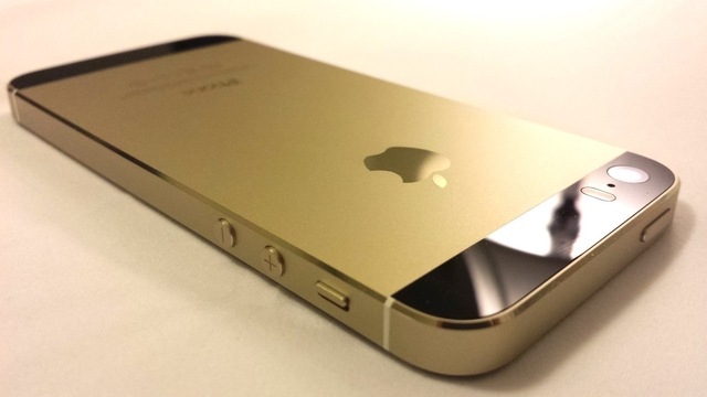На eBay появился золотой iPhone 5s с черными вставками