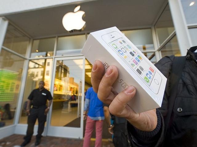 Продажи iPhone 5s и iPhone 5c в России начнутся 25 октября