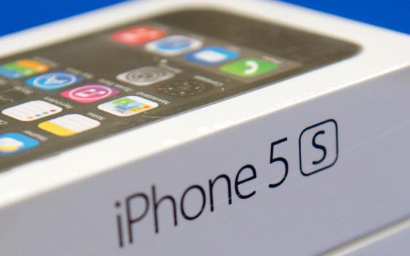 iPhone 5s и iPhone 5c - официально в России!