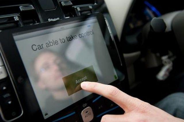 Apple будет управлять 49.8% всех автомобильных информационно-развлекательных систем до 2018 года