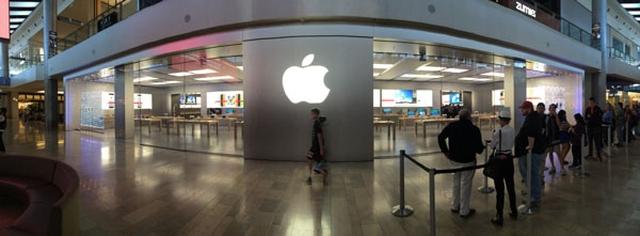 Apple начала украшать Apple Store к Рождеству