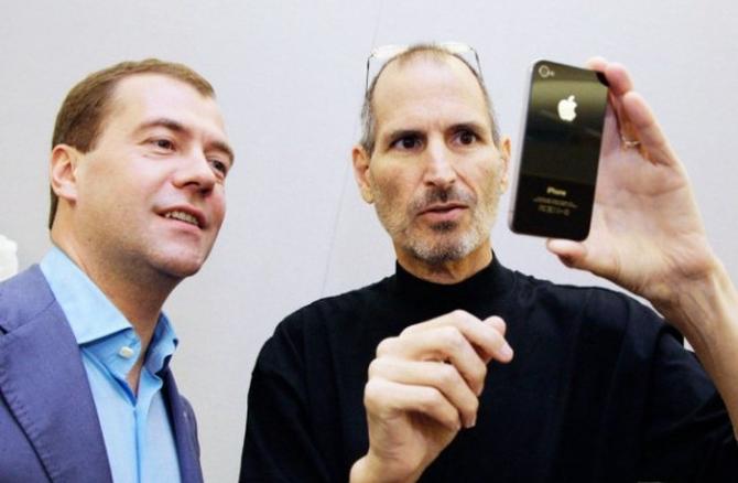 Российских политиков заставят отказаться от iPhone в пользу YotaPhone