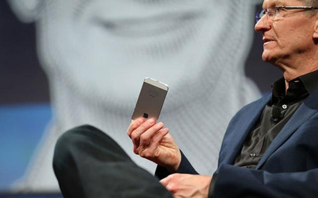 Тим Кук не исключает возможность выпуска большого iPhone