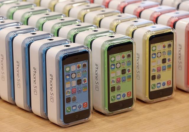 Apple выпустит iPhone 5c с 8 Гб памяти