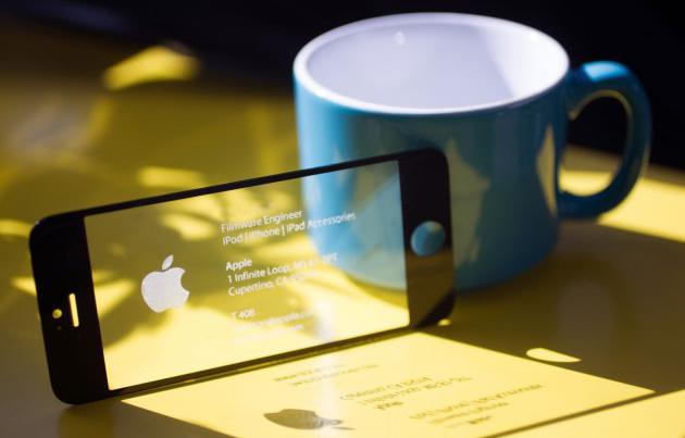 Визитная карточка из экрана от iPhone
