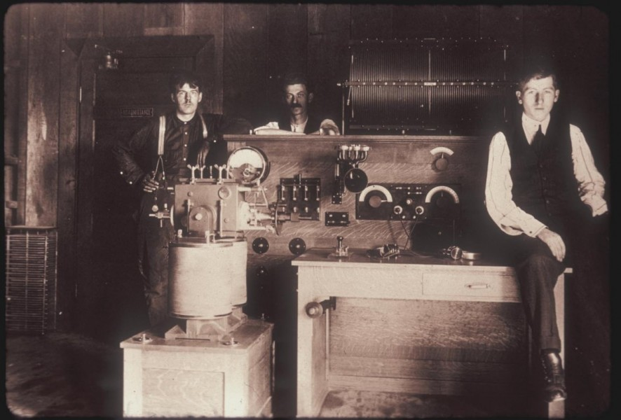 but-even-from-the-beginning-the-valley-was-a-place-of-tech-innovation-in-1909-cyril-ewell-led-a-palo-alto-based-team-that-developed-the-first-american-built-arc-transmitter