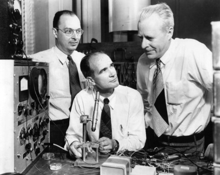 it-wasnt-until-after-world-war-ii-that-the-tech-world-really-exploded-in-1947-william-shockley-led-a-palo-alto-based-team-at-bell-labs-that-invented-the-worlds-first-amplifying-semiconductor-the-transistor-the-transistor-would-lead-the-way-