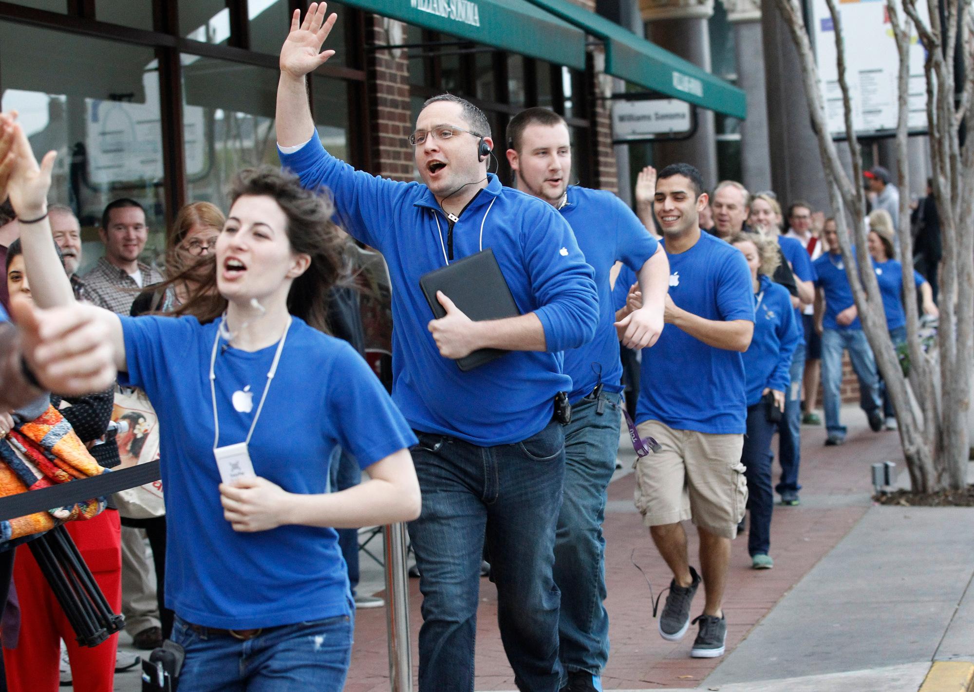 На Apple подают в суд 20.000 собственных сотрудников