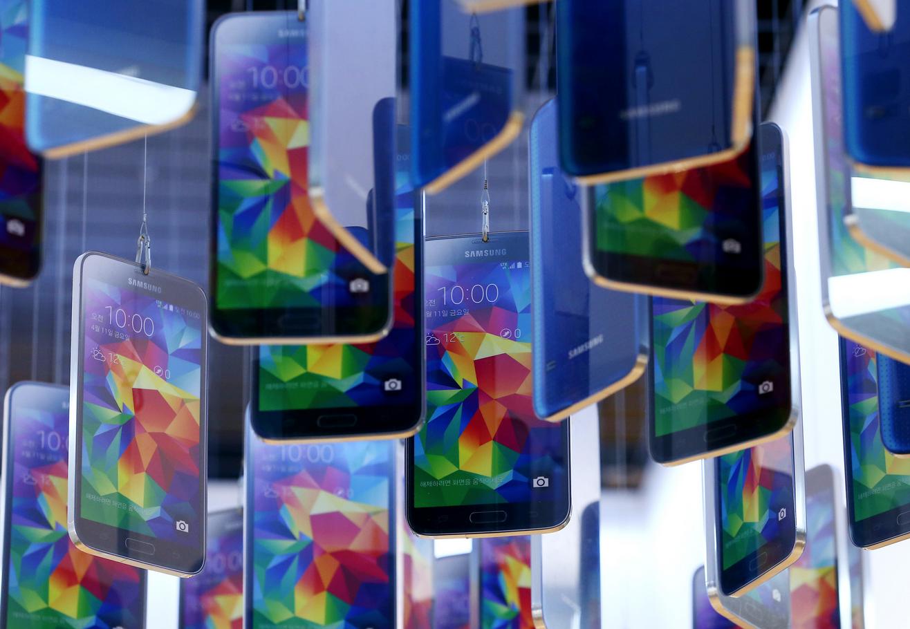Инвесторы недовольны: Samsung снизила продажи смартфонов