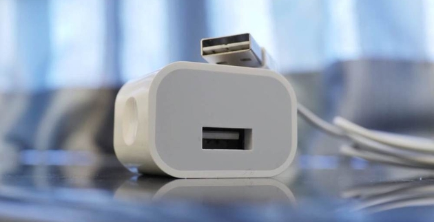 Одновременно с iPhone 6 выйдет улучшенный адаптер питания