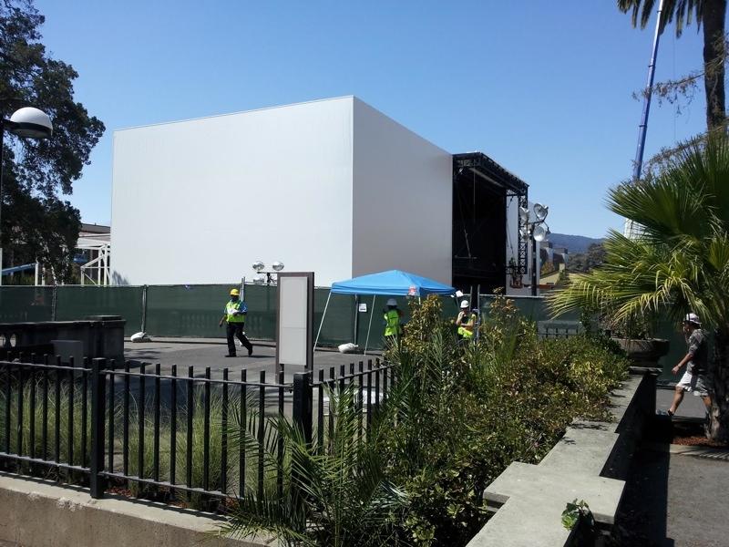 Apple строит огромную конструкцию для презентации iPhone 6