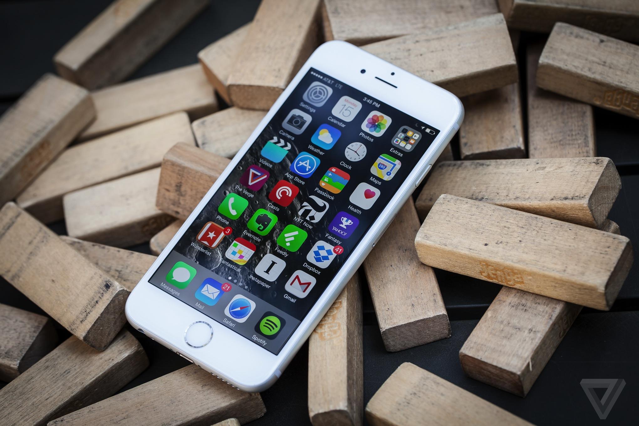 Отличные обзоры iPhone 6 и iPhone 6 Plus от The Verge