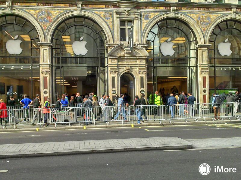 В Лондоне также выстраиваются очереди к Apple Store