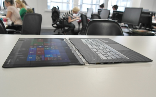 Черный пиар: MacBook Air ломают, чтобы показать преимущества Yoga 3