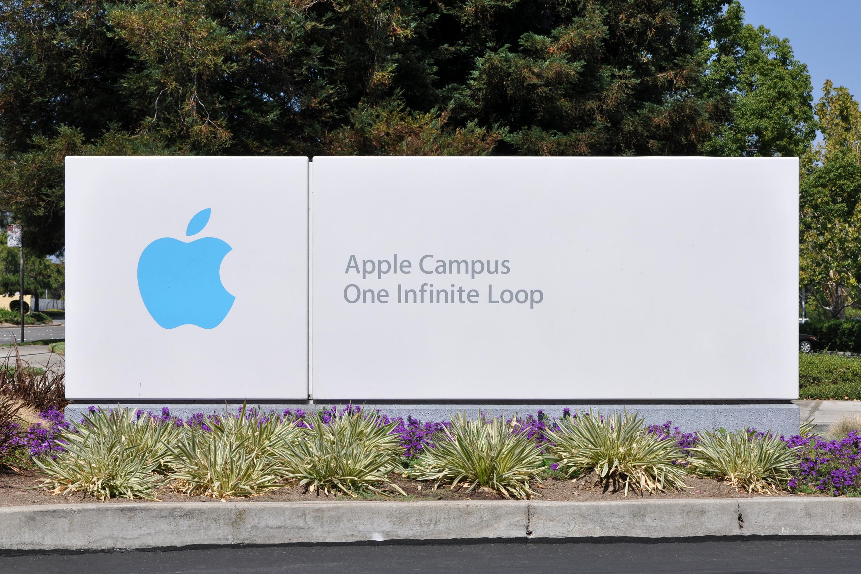Под штаб-квартирой Apple прошел небольшой протест