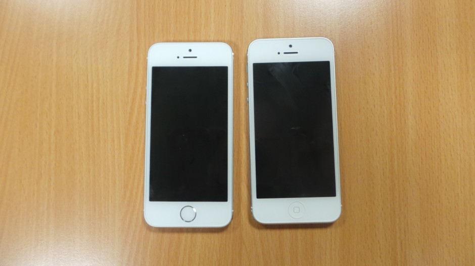 apple-iphone-5s-and-iphone-5-front-view