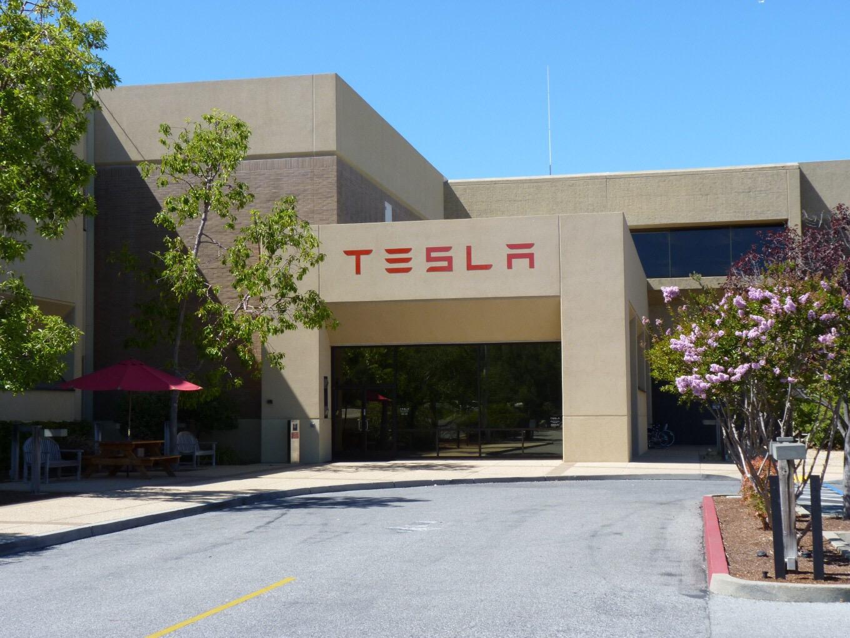 Apple покинуло 150 сотрудников ради работы в Tesla