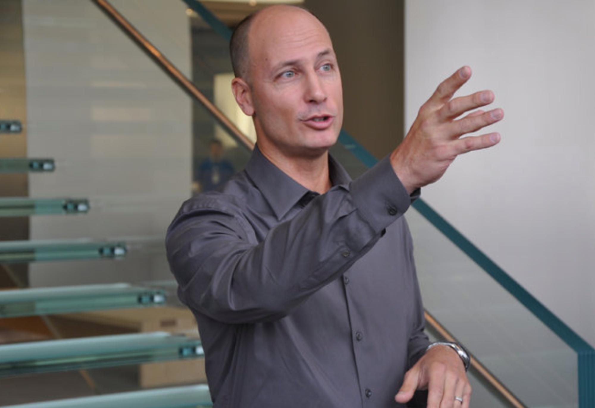 Боб Брингер покидает Apple