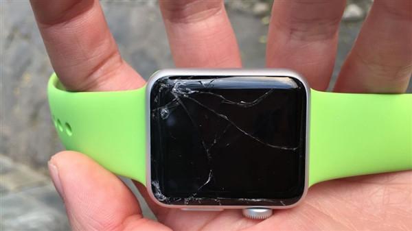 Экран Apple Watch Sport очень легко трескается