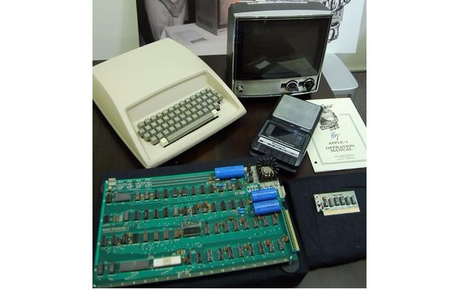 На eBay выставили раритетный компьютер Apple I