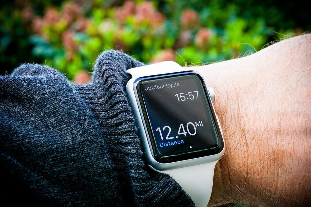 Как Apple Watch влияет на время работы iPhone?