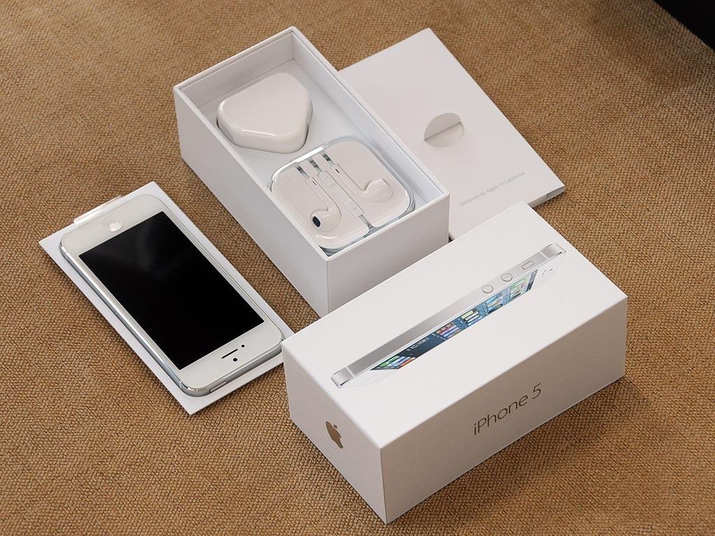 В Apple Store будут только белые коробки