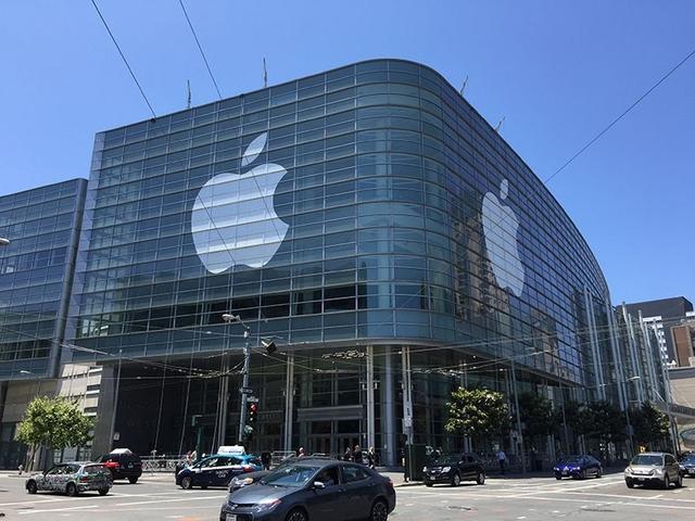 В Moscone Center завершаются последние приготовления к WWDC 2015