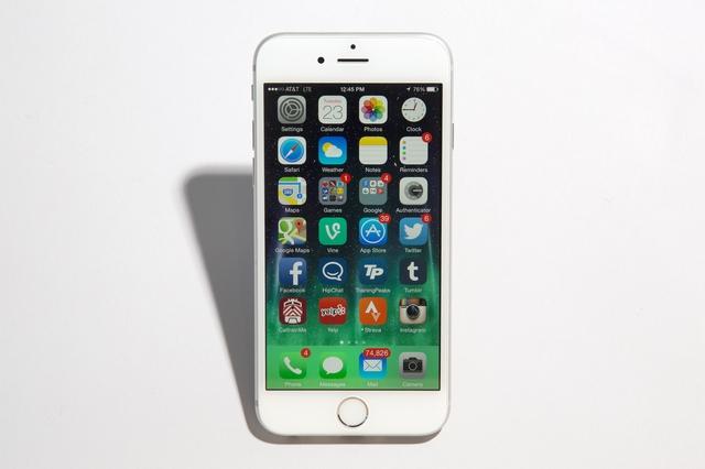 Больше половины владельцев iPhone меняют смартфон раз в два года