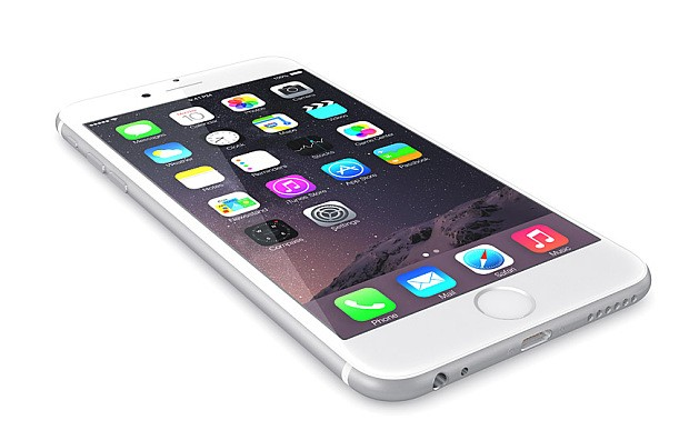 E7RY09 Apple Silver iPhone 6 Plus showing the home screen with iOS 8.