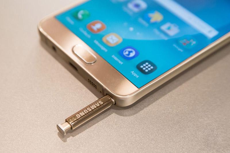 Galaxy Note 5 можно поломать, неправильно вставив стилус