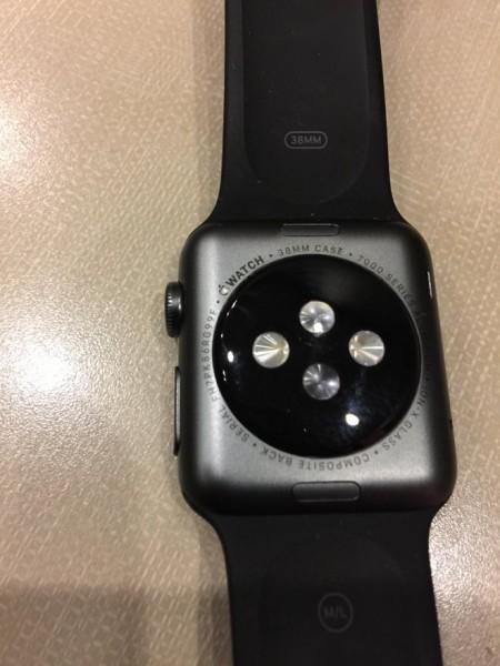 Владельцы Apple Watch Sport сообщают о проблемах с логотипом и текстом