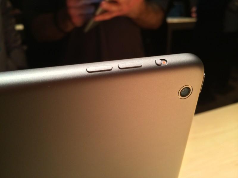 Замена кнопок регулировки громкости iPad