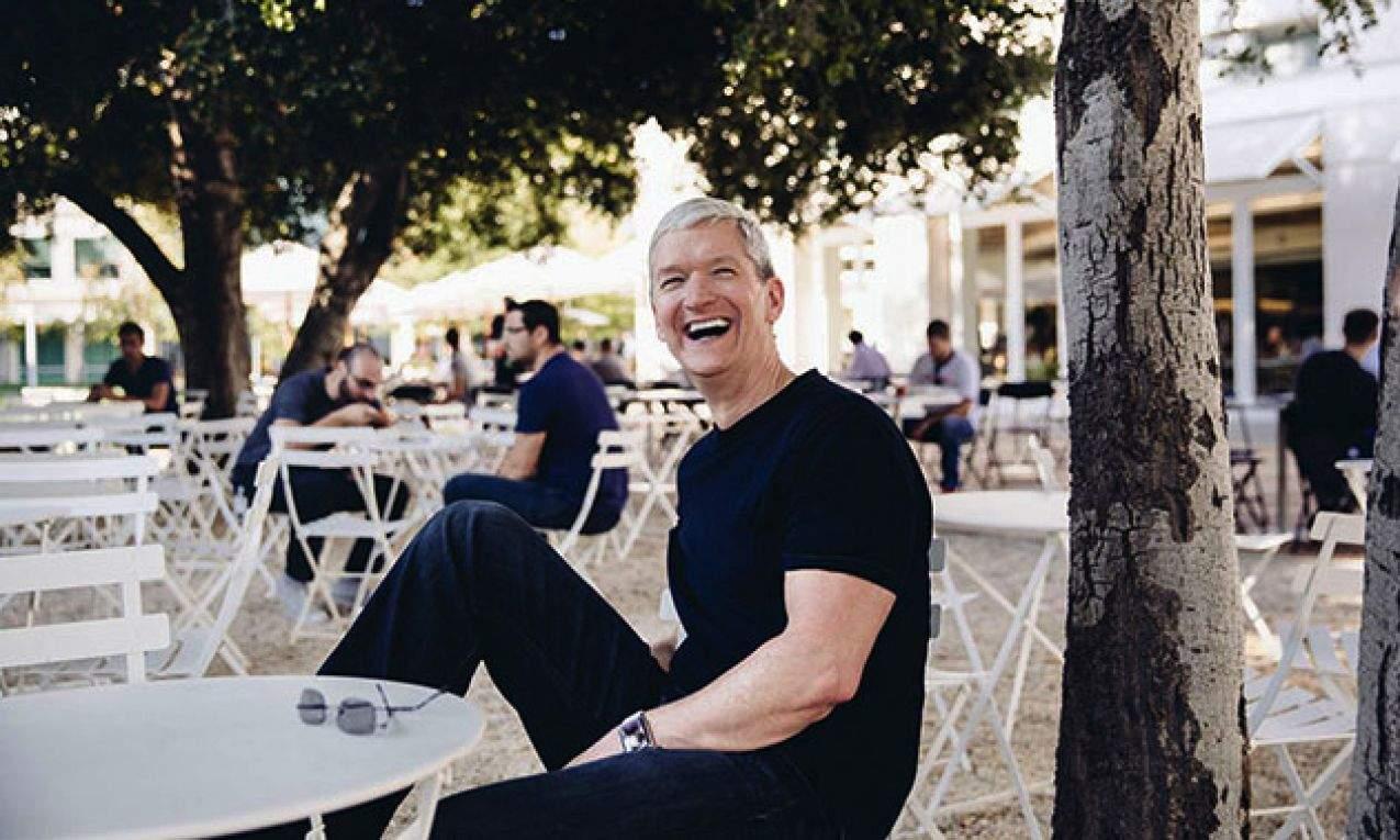CEO Apple Тим Кук четвертый год подряд проводит аукцион на благотворительный обед с ним