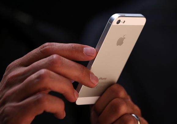 День старта продаж iPhone SE омрачили Tesla