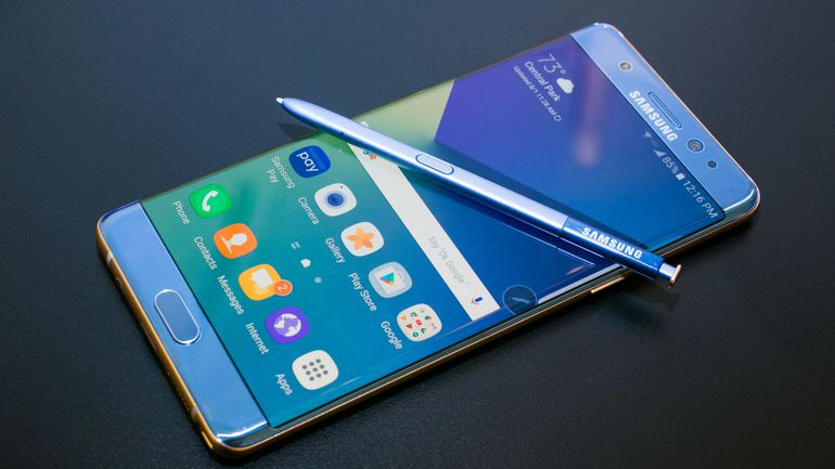 Samsung выкупила рекламу в трех крупных изданиях, не для рекламы