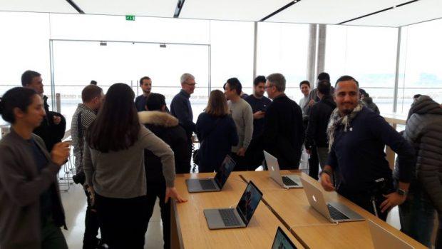 Тим Кук неожиданно посетил Apple Store в Марселе, Франция