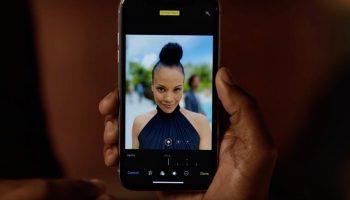 Apple поделилась еще одним юмористическим рекламным роликом «Alejandro»