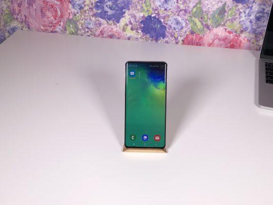 Samsung Galaxy S10 - обзор самого главного и сравнение с S10+ [видео]