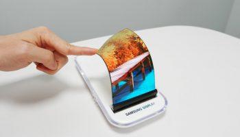 Samsung хочет поставлять гибкие дисплеи для смартфонов Apple и Google
