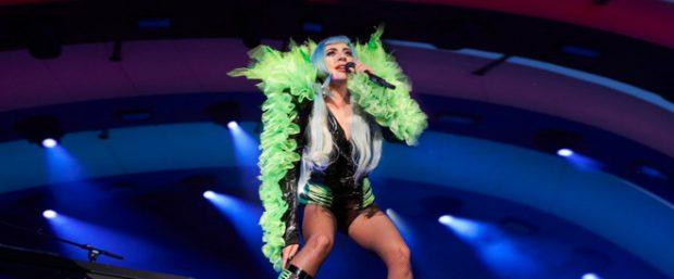 Lady Gaga спела для сотрудников Apple