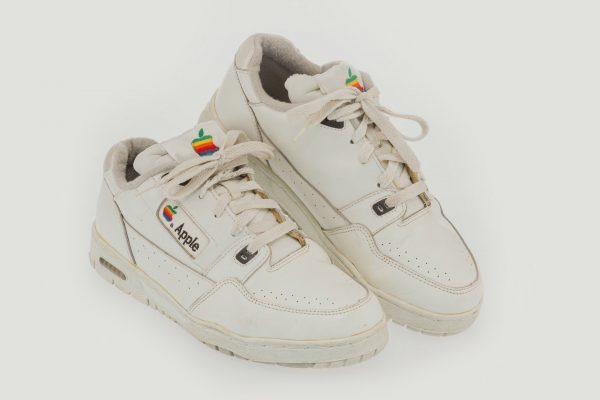 Редкие кроссовки Apple принесли почти 10 000 долларов на аукционе